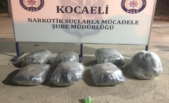 Kocaeli'de kamyon kasasına zulalanmış 42 kilo esrar ele geçirildi