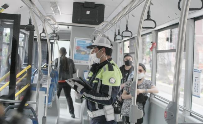 Antalya'da sürücü ile yolculara maske ve sosyal mesafe denetimi
