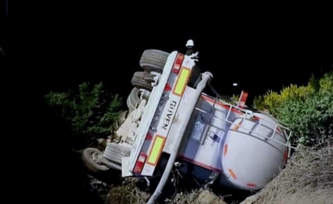 TEM otoyolunda tanker şarampole devrildi