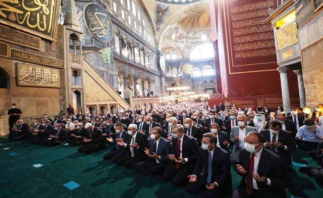 Ayasofya-i Kebir Cami-i Şerifi Cuma Namazıyla İbadete Açıldı