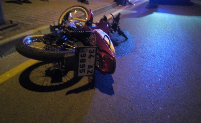 Kaldırıma çarpan motosiklette 1 kişi öldü