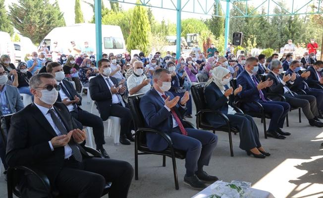 Milli Eğitim Bakanı Selçuk Deprem Şehitliğini ziyaret etti