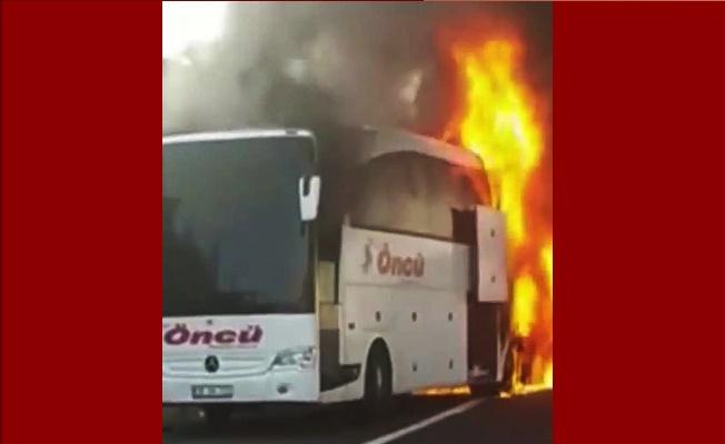 TEM otoyolunda otobüs alev alev yandı!