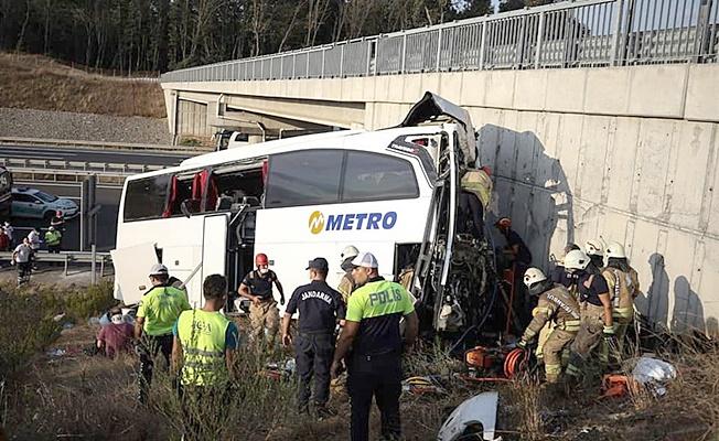 Yolcu otobüsü yoldan çıktı! Çok sayıda ölü ve yaralı var