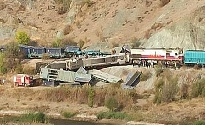 Ankara'da iki tren kafa kafaya çarpıştı