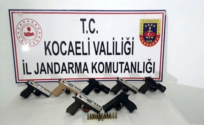Gebze'de bir araçta 7 tabanca ele geçirildi!