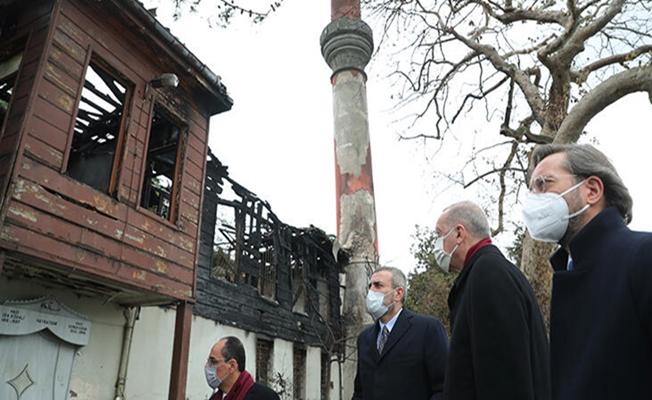 Cumhurbaşkanı Erdoğan, yangında hasar gören tarihî Vaniköy Camisi'nde incelemelerde bulundu