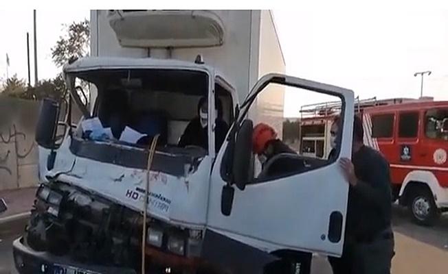 Gebze'de kamyonet ile kamyon çarpıştı ; 1 yaralı!