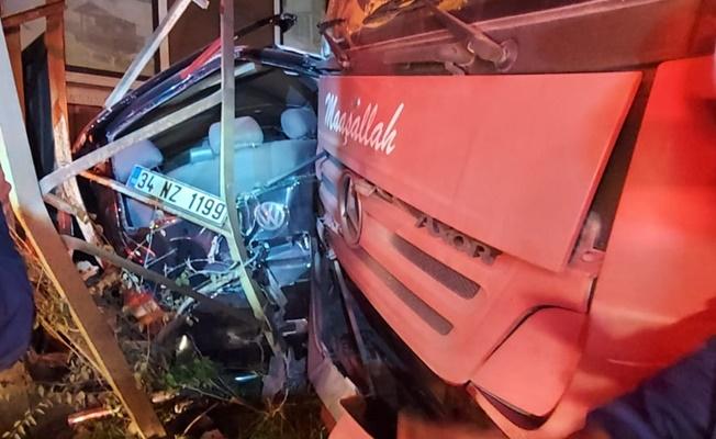 İş makinesinin sebep olduğu kazada 3 araç birbirine girdi
