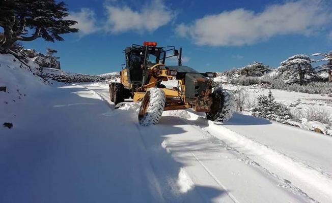 Antalya'da karda mahsur kalan vatandaş kurtarıldı