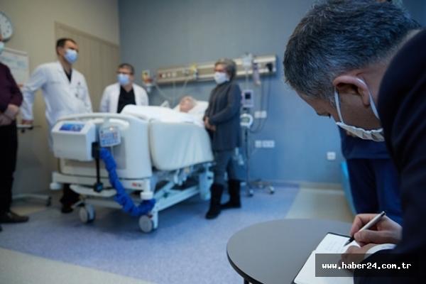 Vali Yerlikaya, Prof. Dr. Yavaşca'yı hastanede ziyaret etti