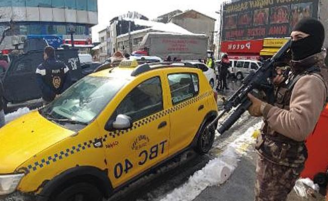 İstanbul'da bir ilçenin tüm girişlerine uygulama noktası kuruldu