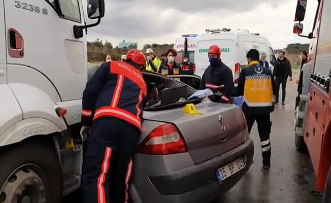 Kamyona çarpan araçtaki 3 kişi hayatını kaybetti!
