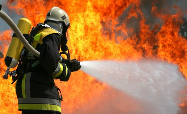Lastik fabrikasında yangın!!