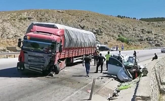 TIR ile çarpışan aracın sürücüsü feci şekilde hayatını kaybetti!