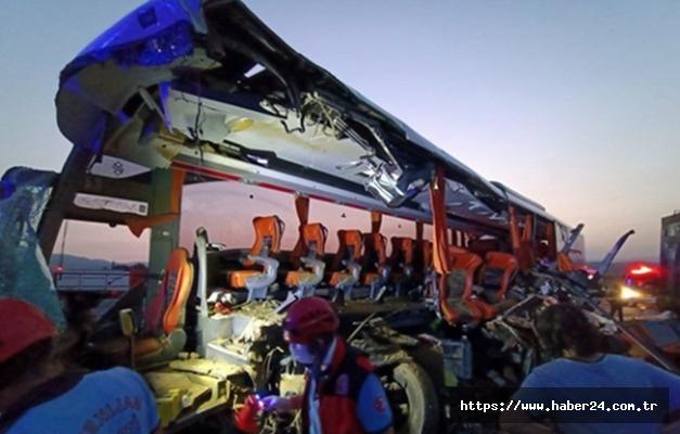 Manisa'da Kamyon ve yolcu otobüsü çarpıştı: 9 can kaybı