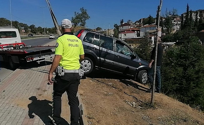 Virajı alamayan araç takla attı