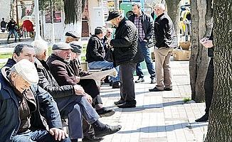 65 Yaş üstü vatandaşlar yeni saatlerinde sokağa çıkacak