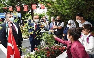 Kocaeli Valisi Yavuz, Bağçeşme Namazgah Şehitliği ile Polis Şehitliğini Ziyaret Etti