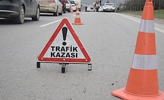 Bariyerlere saplanan otomobilde 4 kişi yaralandı!