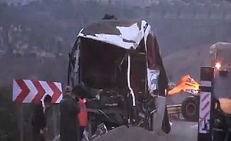 Tır ile yolcu otobüsü çarpıştı! 4 ölü 14 yaralı