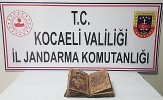 Jandarma uygulamasında araçtan tarihi İncil çıktı!