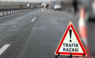 Turistleri taşıyan midibüs Tır'a çarptı: 10 yaralı !