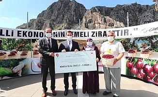 Meyve Diyarı Amasya'nın En İyi Kiraz Üreticisine Ödül Verildi