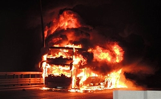 Seyir halindeki tur otobüsü alev alev yandı!