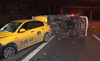TEM Otoyolu'nda kamyonet ile taksi çarpıştı ;4 yaralı