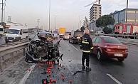 Otomobil ile sebze yüklü kamyonet çarpıştı: 1'i ağır 2 yaralı