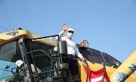 Vali Yerlikaya, Çatalca'da Ayçiçek Hasadına Katıldı