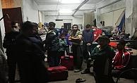 Kocaeli'de 46 kaçak göçmen hurdacı dükkanında yakalandı!