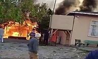 Çardakta çıkan yangın camiye sıçradı!