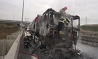 Seyir halindeki TIR alev alev yandı!