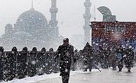 İstanbul'a beklenen kar yağdı