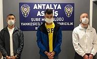 Antalya'da kiraladıkları aracı sahte belgeyle satıp, yedek anahtarla çalmışlar