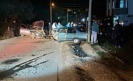 Gebze'de iki otomobil kafa kafaya çarpıştı: 2 yaralı