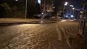 Kocaeli'de İSU ana su hattı patladı sokakları su bastı!